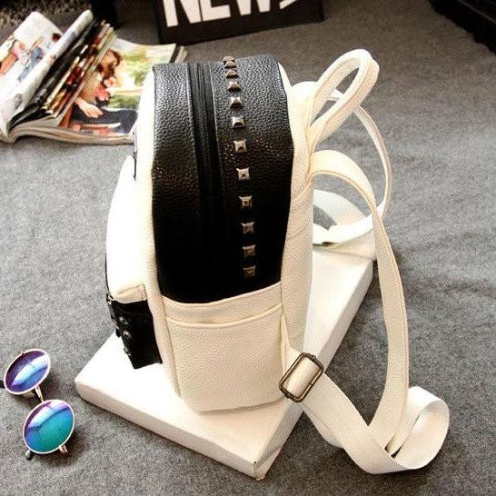 Маленький рюкзак с заклепками