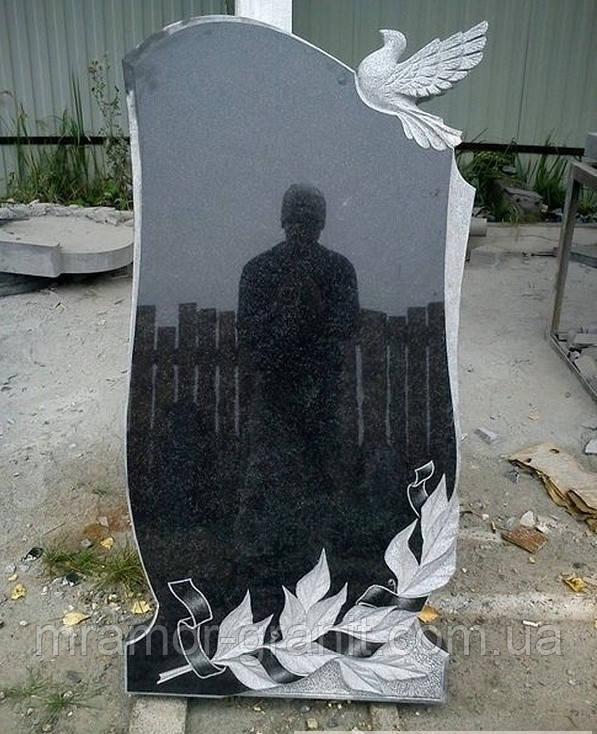 Памятник с голубем