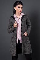 Теплый осенний кардиган с капюшоном выполнен из мягкой пальтовой ткани