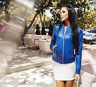 Стильная женская куртка на молнии стеганная эко кожа, цвет электрик