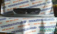 Решетка радиатора б/у Renault Laguna (7700414353B, 7700819948 )