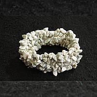 """[10 см] Браслет на резинке Кахолонг широкий, камни """"мелкий гравий"""""""