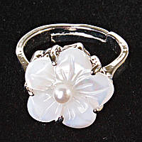 Кольцо безразмерное цветок белая жемчужина Перламутр резное