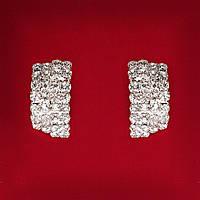 [30 мм] Серьги женские белые стразы светлый металл свадебные вечерние гвоздики (пуссеты) слегка изогнутые средние