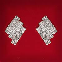 [25x15 мм] Серьги женские белые стразы светлый металл свадебные вечерние гвоздики (пуссеты) 3 ряда ромбовидне средние