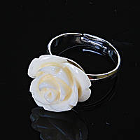 Кольцо безразмерное Роза полимерная глина крем
