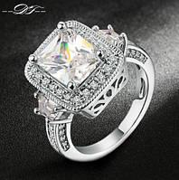 Позолоченное кольцо с  цирконами р 19 код 268