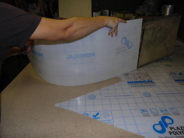 Порезка поликарбоната, на лобовое стекло лодки.