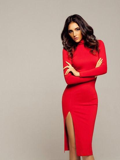 a945722fa66 Трикотажное платье миди с высоким горлом и разрезом красное -  Интернет-магазин