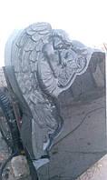 Памятник на могилу с ангелом