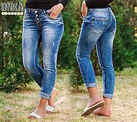 Укороченные женские джинсы на пуговицах