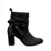 Оригинальные и стильные женские ботинки.