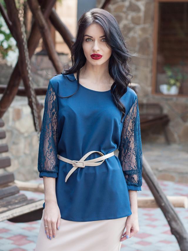 Синяя женская блузка офисного стиля