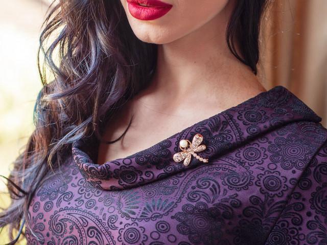 Женское платье из ткани флок на дайвинге