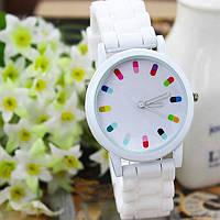 Женские наручные часы с силиконовым ремешком - белые