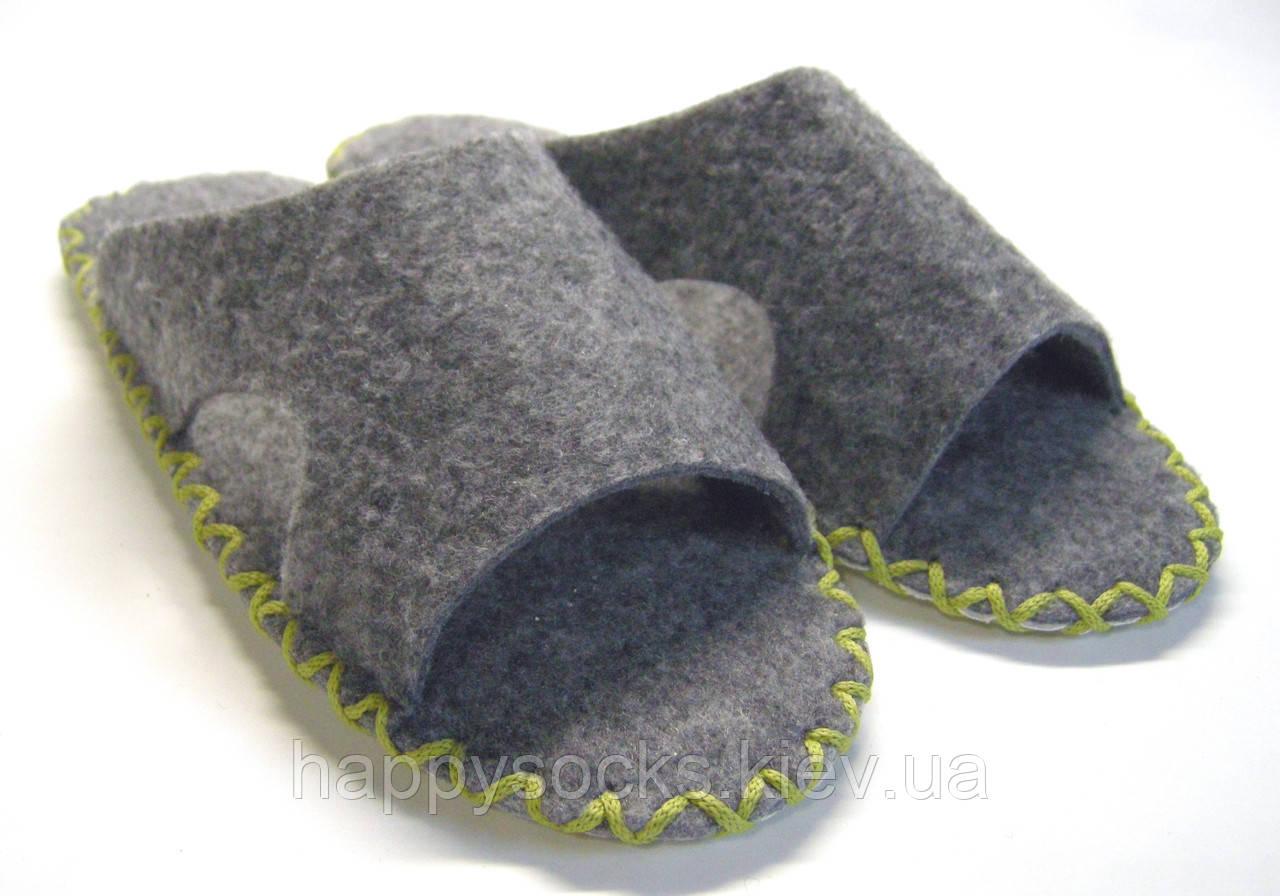 Комнатные тапочки-шлепанцы из войлока мужские с салатовым шнурком