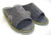 Комнатные тапочки-шлепанцы из войлока мужские с салатовым шнурком, фото 1