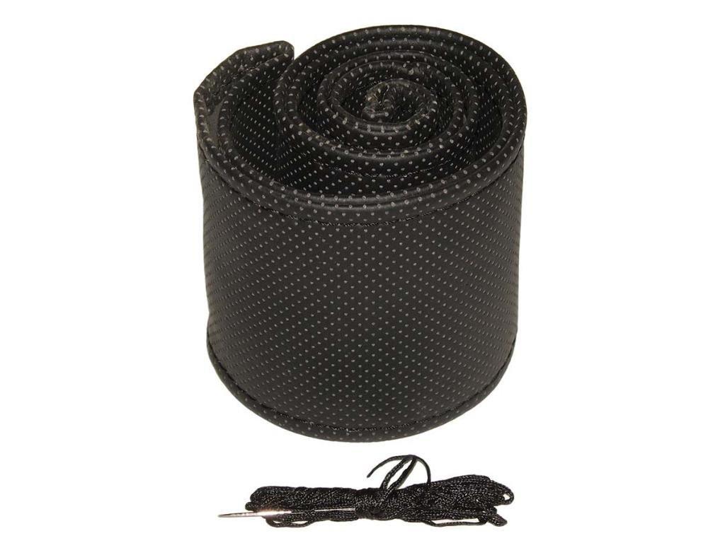Оплетка чехол на руль размер M (37-39 см) 17018 BK черная перфорированная/обшиваемая (авто автомобиля)