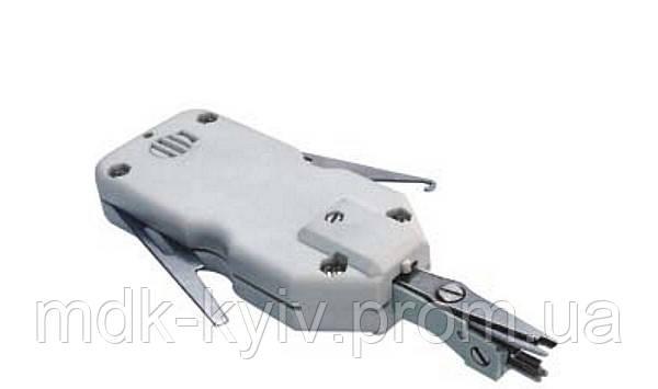 Монтажный мини-инструмент типа LSA-Plus для заделки проводов в плинты, патч-панели или розетки.