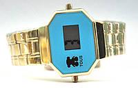 Часы на браслете 986