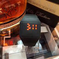 Женские спортивные силиконовые  часы черные