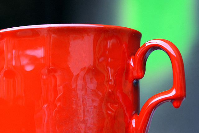 красная  краска в баллончике, аэрозоле для метала, пластика, дерева, керамики