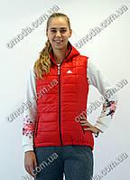 Женская стеганная жилетка с логотипом Adidas красного цвета