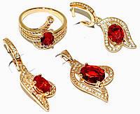 """Набор ХР """"кулон,серьги и кольцо """"Цвет:позолота; Камни:красный циркон и  белые фианиты."""