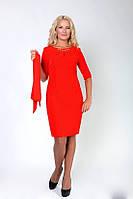 Красное женское платье красивого кроя