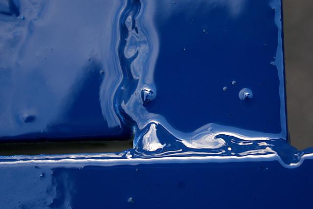 глубокая синяя краска в баллончике, аэрозоле для метала, пластика, дерева, керамики