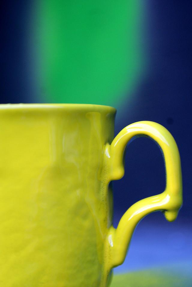 желтая краска в баллончике, аэрозоле для метала, пластика, дерева, керамики