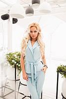 Женский голубой деловой костюм с пояском (жилетка+ брюки на молнии с кармашками). Арт-1664/25