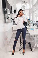 Модные женские джинсы с разрезами на коленке и карманами. АРТ-1673/25