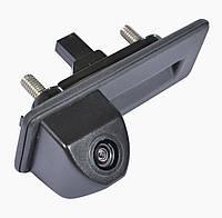 Камера заднего вида Prime-X TR-02 (Skoda Octavia 2010-2013) (в ручку багажника)