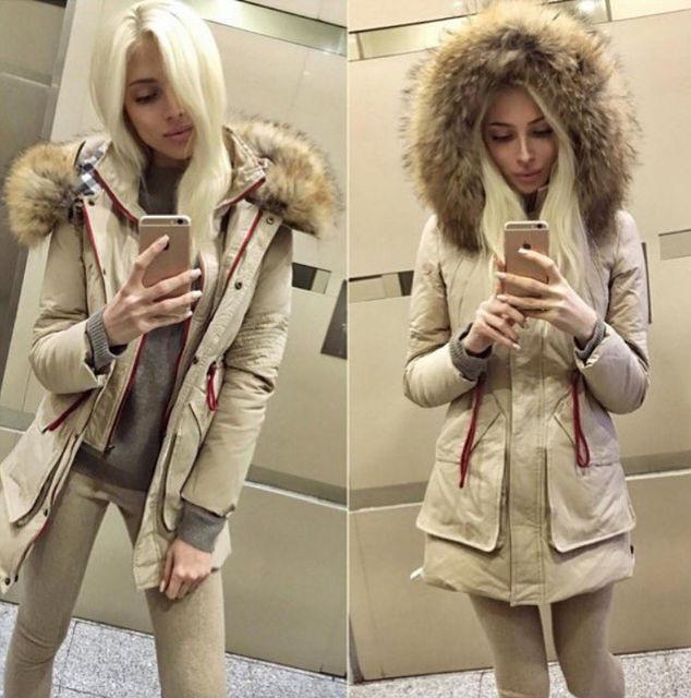274932b030e Стильная женская куртка с капюшоном мех енот и накладными карманами ...