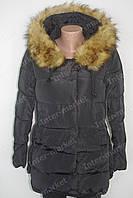 Теплая  зимняя женская куртка на замке с капюшоном и меховым воротником  черная