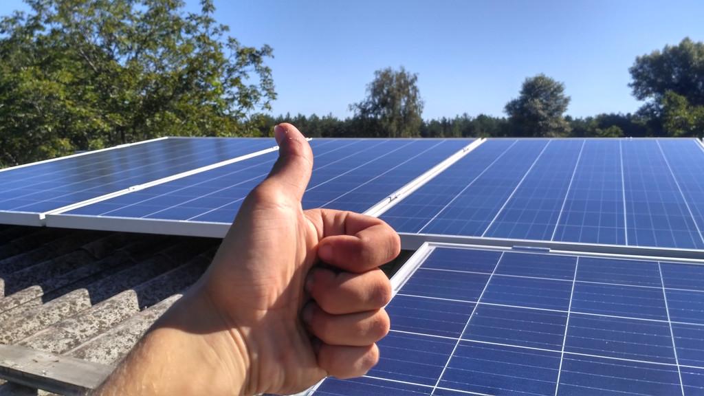 Солнечная энергетика и солнечные батареи в Украине на крыше дома