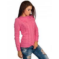 Розовый свитер с узором из кос