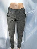 Стильные серые брюки в ёлочку с карманами