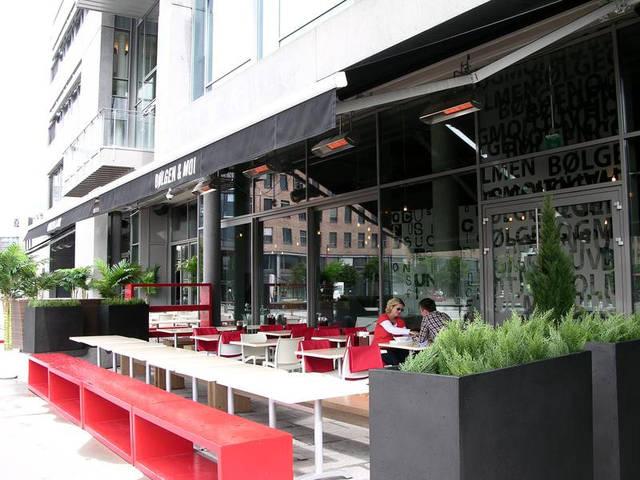 Отопление уличной площадки кафе обогревателями XDI