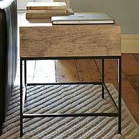 Деревянный столик с ящиком
