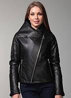 Короткая женская куртка косуха на косой молнии