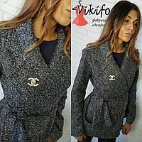 Женское стильное демисезонное пальто букле с поясом
