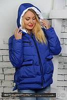Короткая женская куртка с накладными карманами