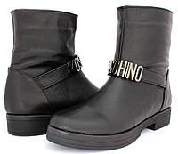 Женские осенние ботинки Moschino на низком каблуке