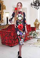 Женское черное приталенное платье за колено с рисунком цветов