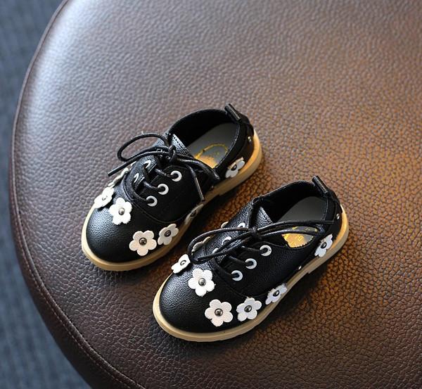 Туфли для девочки кожаные черные с цветочками
