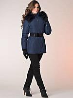 Приталенная женская куртка с меховым воротником