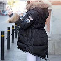 Куртка женская приталенная с мехом енот и асимметрией