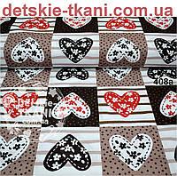 Хлопковая ткань красно-коричневого цвета с сердцами в квадратах